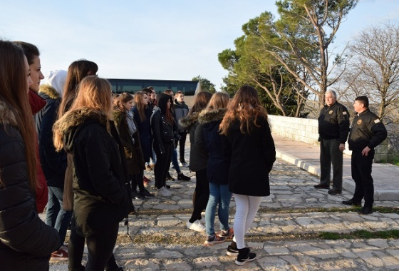 Učenici Druge gimnazije Varaždin sudjelovali na terenskoj nastavi Maslenica - Škabrnja - Zadar
